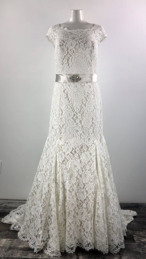 White Rose Plus Pearl Lace Wedding Gown Size 14 16